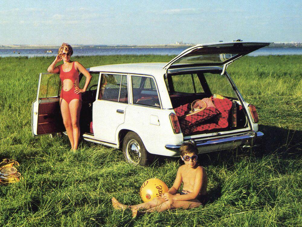 Publicidade do carro soviético BAZ-2102