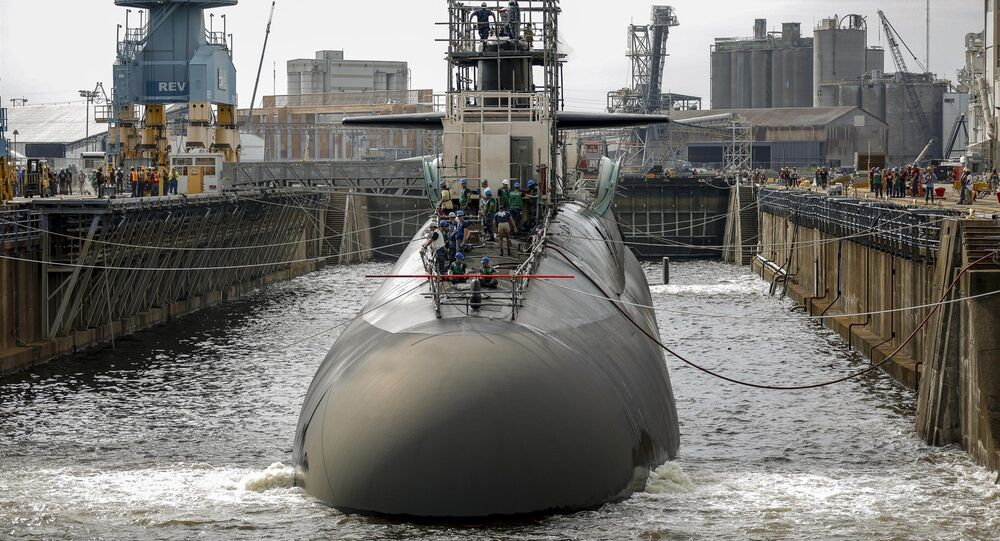 Submarino no estaleiro naval de Norfolk, EUA