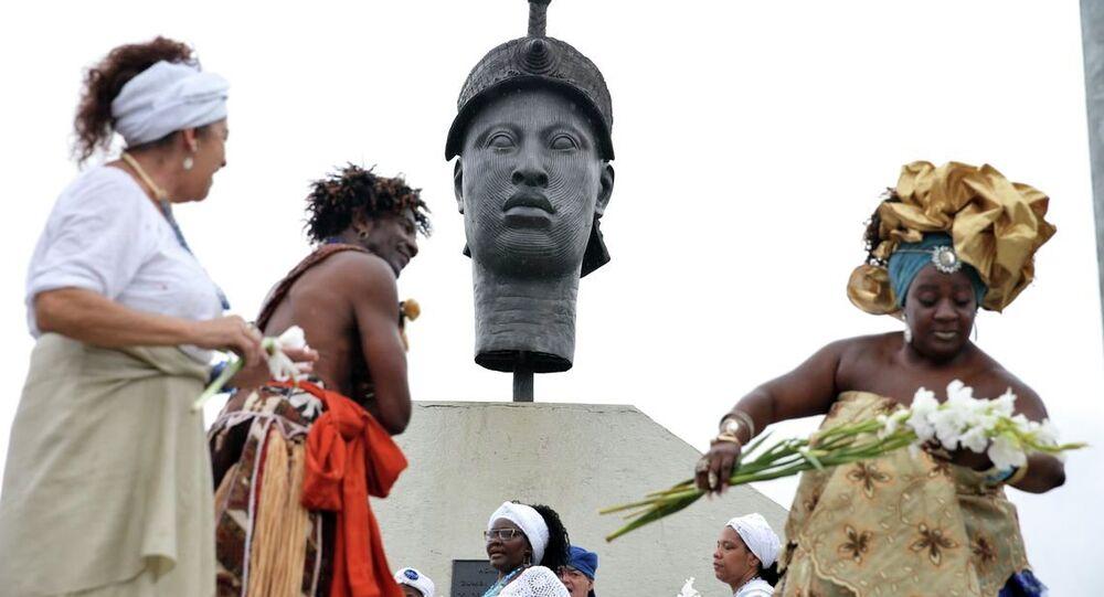 Grupos negros homenageiam o Dia Nacional da Consciência Negra no Rio de Janeiro em frente ao monumento a Zumbi dos Palmares na região central da cidade.