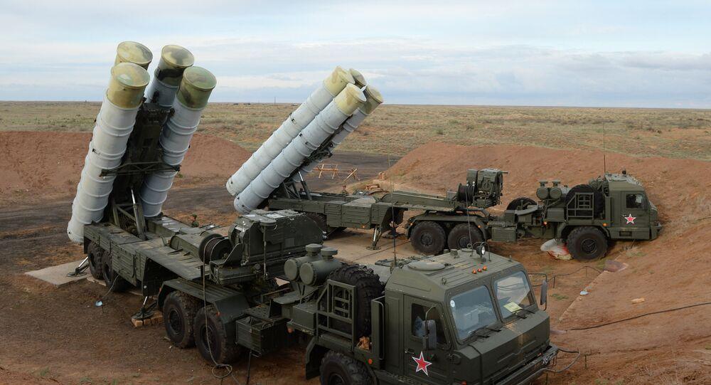 Sistemas de defesa antiaérea russos S-400 Triumph
