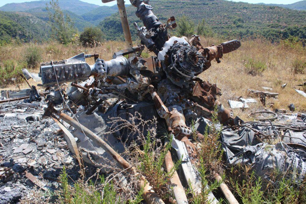 Destroços do bombardeiro Su-24M e do helicóptero de resgate russos na província síria de Latakia