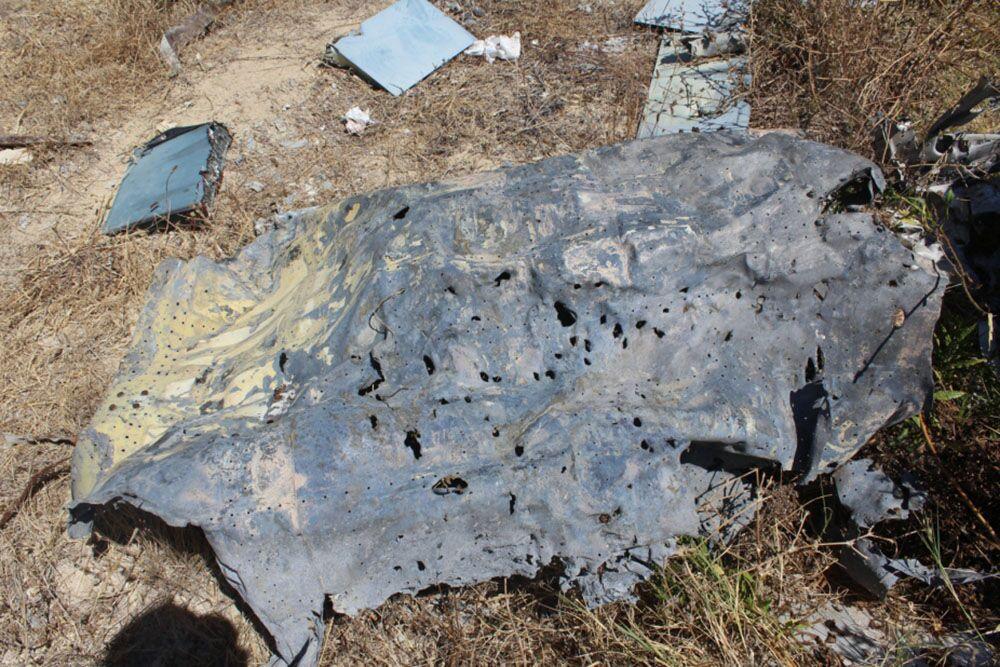 Destroços do caça-bombardeiro e do helicóptero russos na província síria de Lakatia