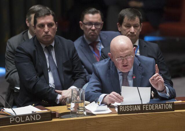 Embaixador da Rússia na ONU, Vassily Nebenzia, fala durante um encontro do Consleho de Segurança da ONU, em 18 de Abril de 2018.