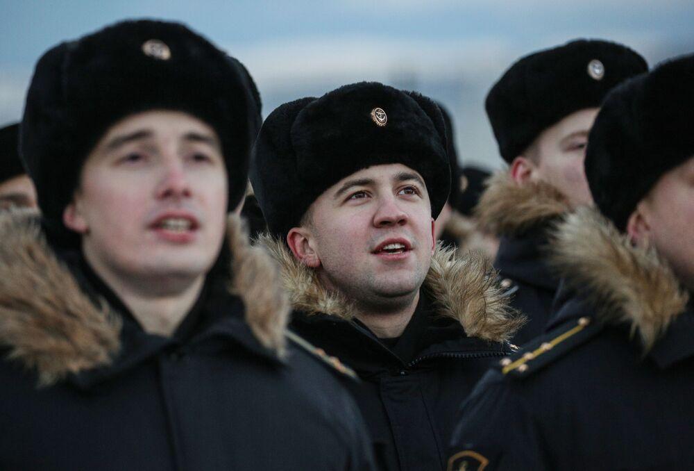 Tripulação do cruzador de mísseis Marshal Ustinov da Frota do Norte russa