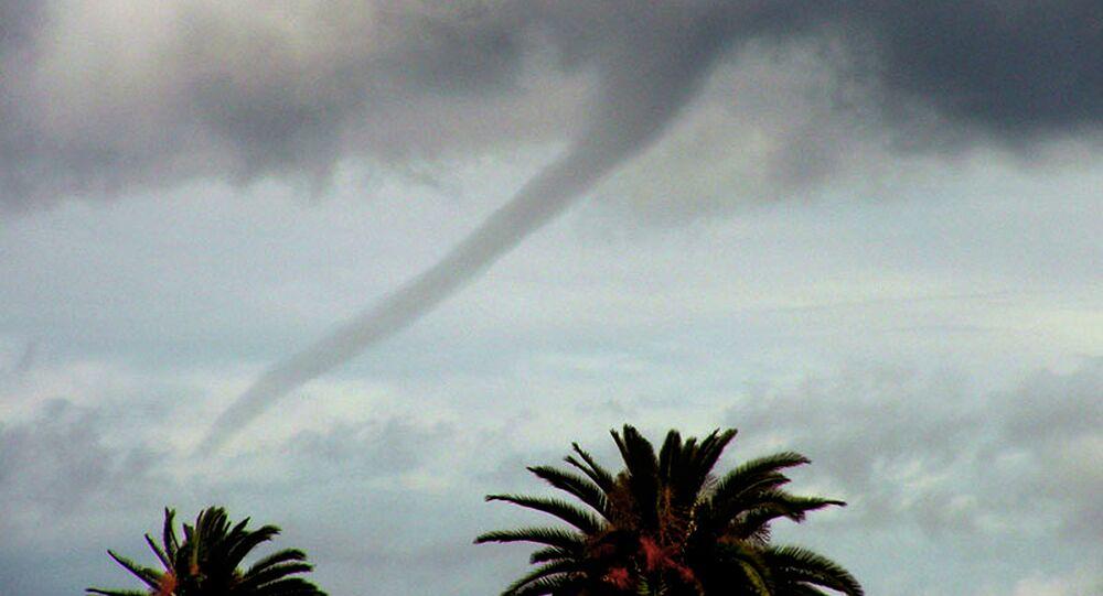 Tromba d'água é vista sobre o oceano Pacífico em Venice Beach, Los Angeles, EUA (imagem referencial)