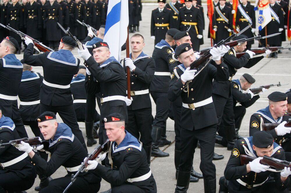 Atuação de demonstração de fuzileiros navais da Frota do Báltico durante as comemorações em homenagem ao Dia dos Fuzileiros Navais