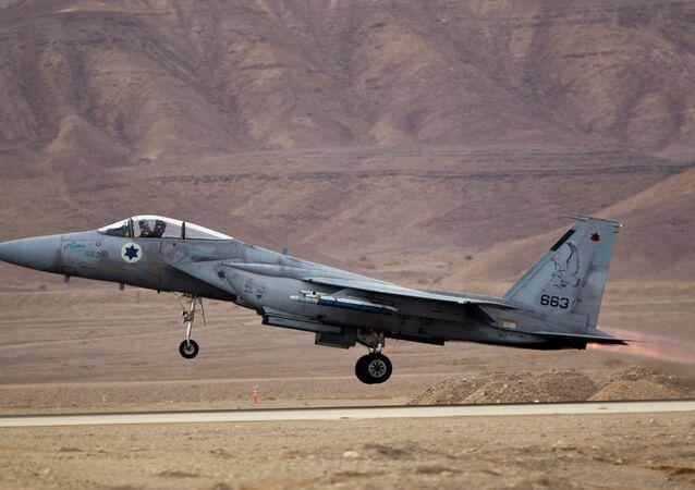 Caça F-15 da Força Aérea de Israel na base aérea de Ovda durante exercícios (foto de arquivo)