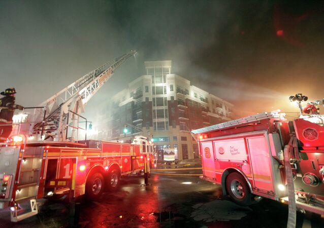 Bombeiros lutam para combater chamas em Indianápolis, capital do estado americano de Indiana (imagem de arquivo)