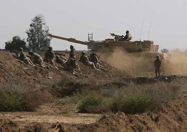 Forças Armadas dos EUA durante treinamento no Iraque, no distrito de Taji