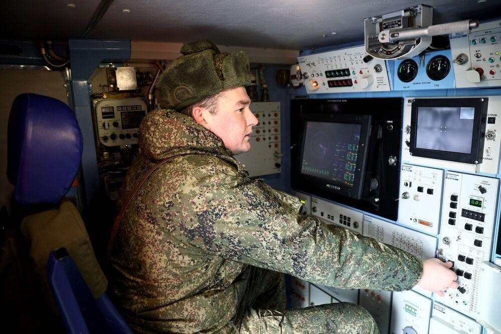 O sistema de mísseis antiaéreos Tor-M2DT foi criado com base no DT-30, um veículo anfíbio fora de estrada articulado de duas seções sobre lagartas