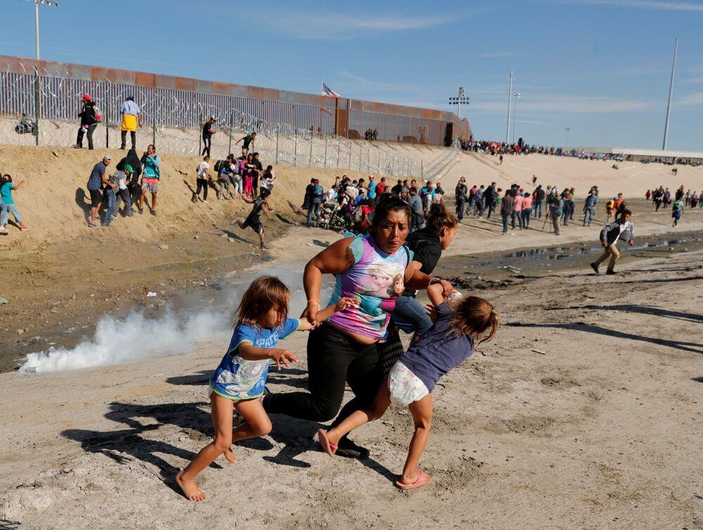 Migrantes perto da fronteira entre os Estados Unidos e o México, 29 de novembro de 2018