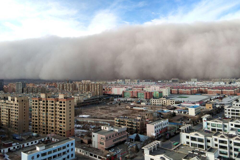 Tempestade de areia na cidade de Zhangye, na província de Gansu, China