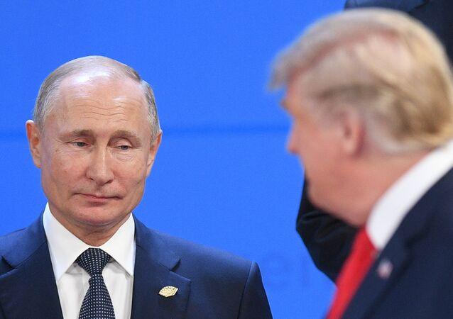 Presidente da Rússia, Vladimir Putin, e o presidente dos EUA, Donald Trump, em novembro de 2018.