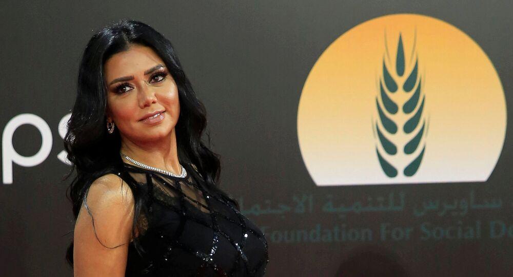 Atriz egípcia Rania Youssef durante o Festival Internacional de Cinema do Cairo