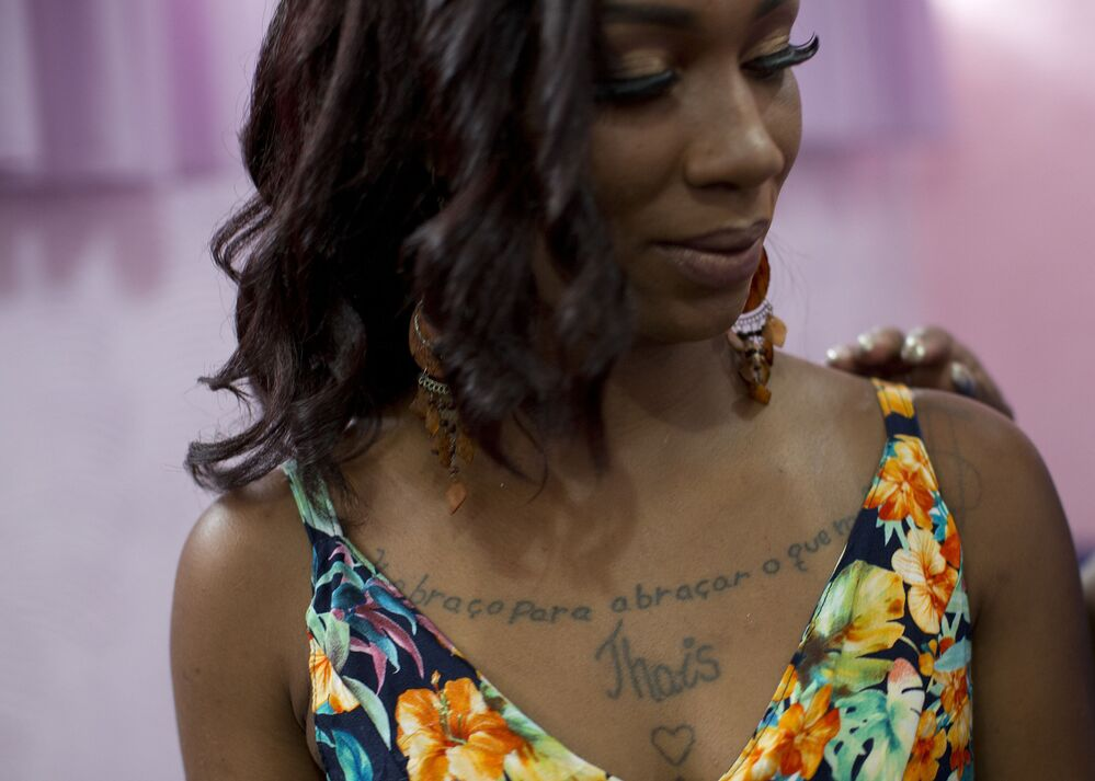 Detenta participa do 13º concurso anual de beleza Miss Talavera Bruce, que é organizado dentro da prisão feminina de Talavera Bruce, no Rio de Janeiro, 4 de dezembro de 2018