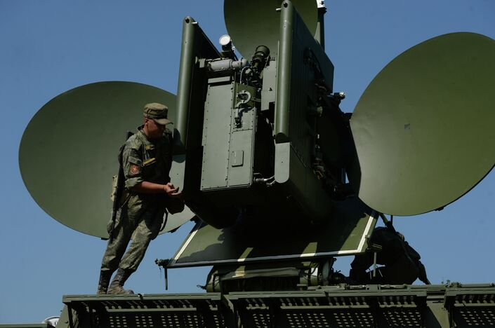 Sistema de guerra eletrônica móvel terrestre russo Krasukha-4