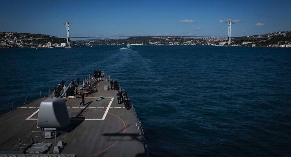 Destróier norte-americano USS Carney (DDG 64) no mar Negro (imagem de arquivo)