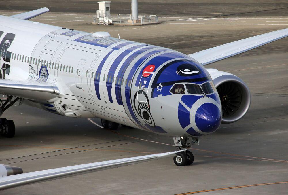 All Nippon Airways mostra seu avião que veste a libré de R2-D2, o robô protagonista de Guerra nas Estrelas