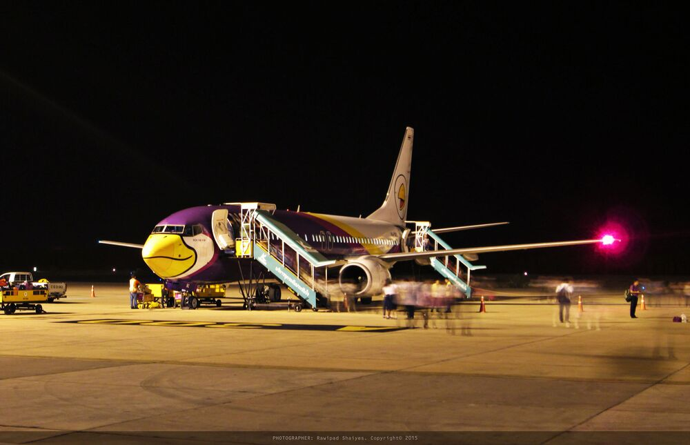 Avião da empresa tailandesa Nok Air Nok Om Yim que tem uma ave de desenho animado pintada