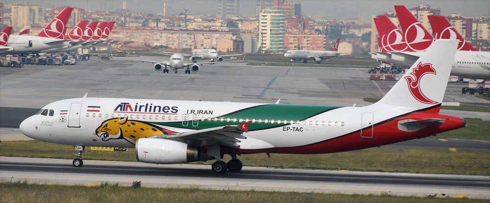 Airbus A320 da ATA Airlines iraniana pintado com as cores da bandeira do Irã