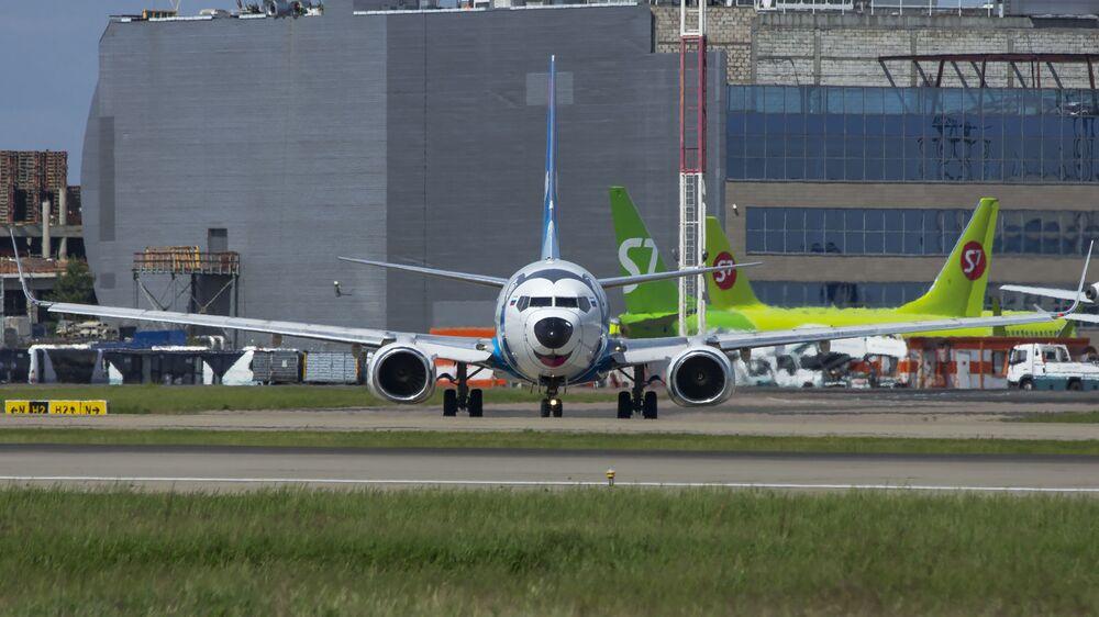 Aeronave da companhia aérea NordStar fotografado de frente