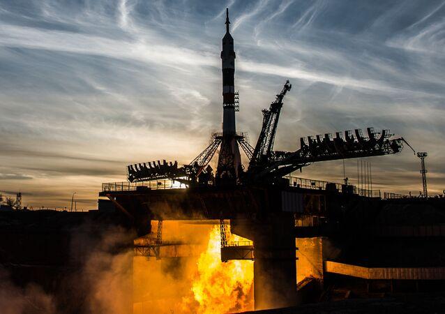 Lançamento do foguete portador Soyuz-FG, com a espaçonave tripulada Soyuz MS-11 a bordo, desde o cosmódromo de Baikonur