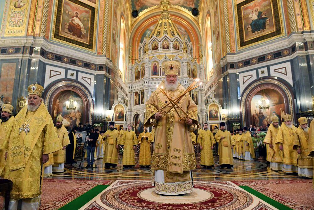 Patriarca russo Kirill durante uma missa na Catedral de Cristo Salvador em Moscou