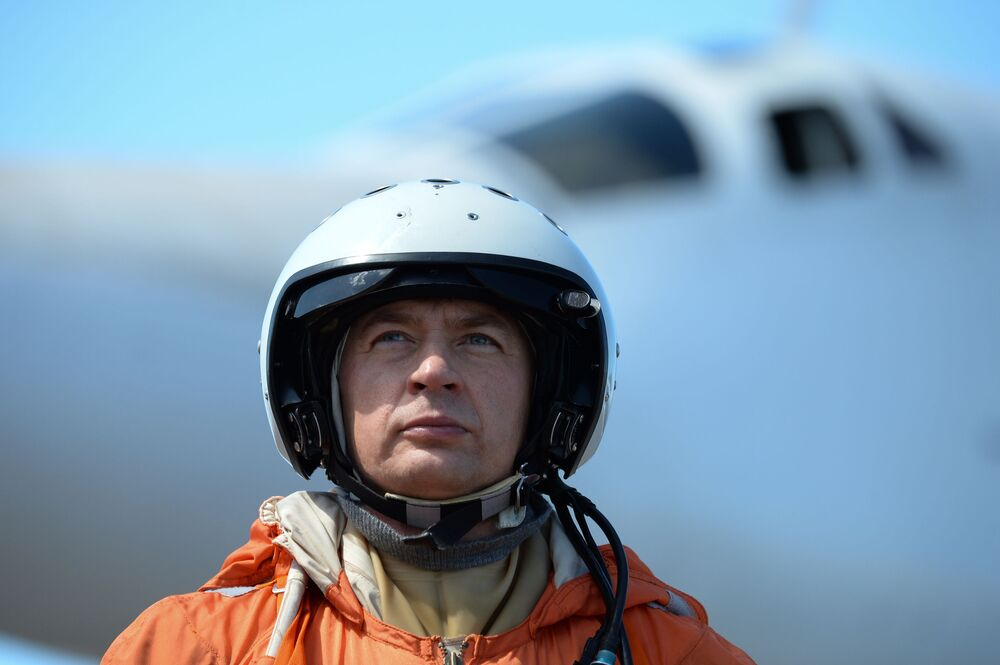 Piloto russo depois de pousar um bombardeiro Tu-160 em um aeroporto venezuelano