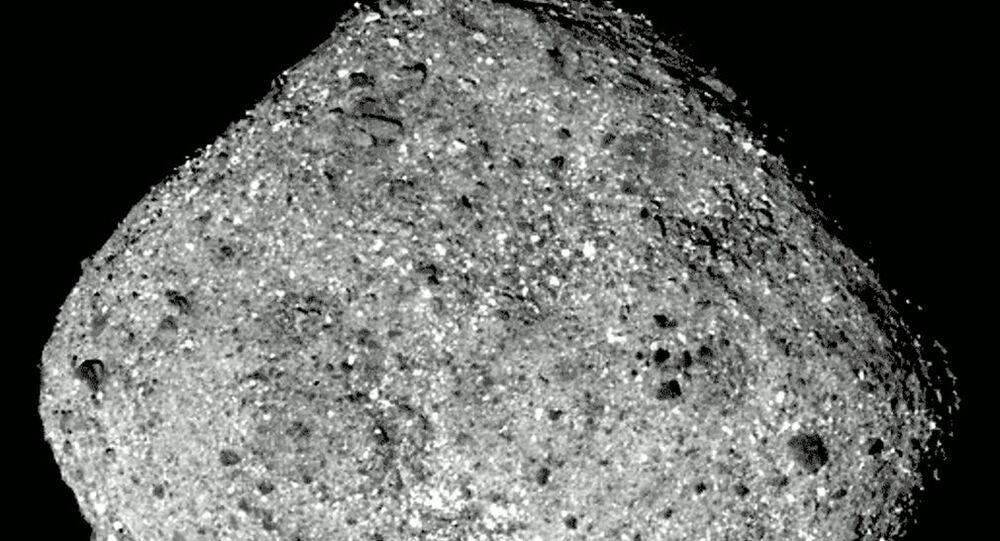 Imagem do asteroide Bennu captada pela sonda OSIRIS-REx, 3 de dezembro de 2018