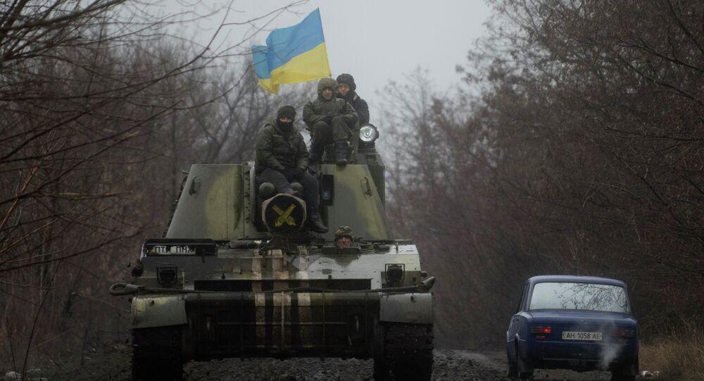 Militares ucranianos em veículos blindados