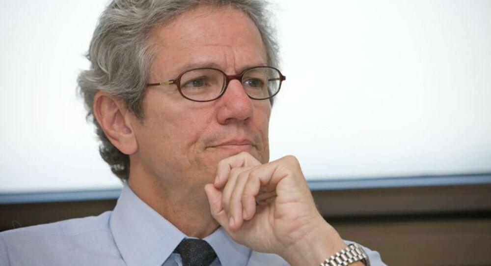 Paulo Nogueira Batista Junior.