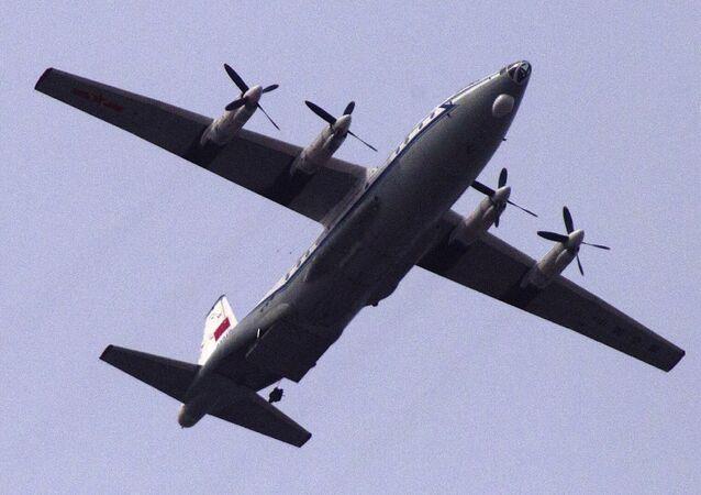 Avião chinês Y-8