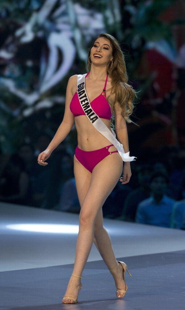 Miss Guatemala, Mariana Garcia, participa da etapa de maiô durante a 67ª edição do concurso Miss Universo em Bangkok, Tailândia, 13 de dezembro de 2018