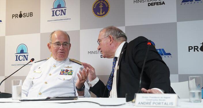 O diretor presidente da Itaguaí Construções Navais, André Portalis, e o comandante da Marinha, Eduardo Bacellar Leal Ferreira