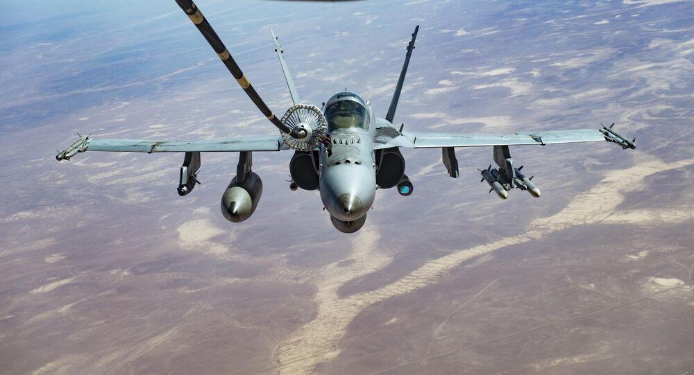 F/A-18C recebe combustível de um KC-10 Extender (imagem referencial)