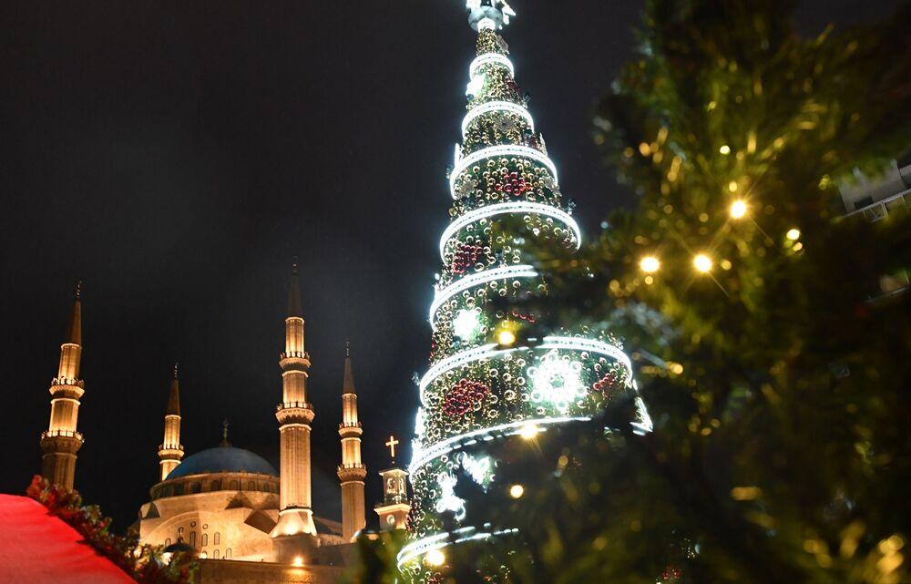 Árvore de Natal em uma das ruas de Beirute