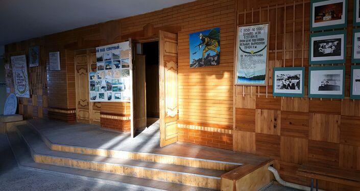 Entrada da sala de eventos do povoado Piramida