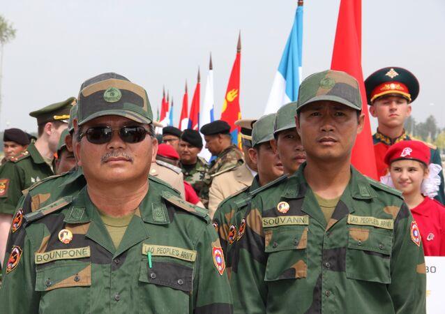 A delegação do exército do Laos na Rússia nos Jogos Militares Internacionais 2017