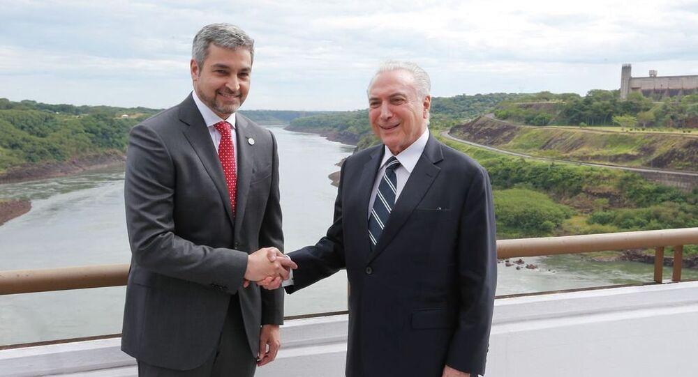 Os presidentes do Paraguai, Mario Abdo Benítez, e do Brasil, Michel Temer, assinam declaração Presidencial Conjunta Brasil-Paraguai sobre Integração Física, na sede da usina hidrelétrica Itaipu Binacional, em Foz do Iguaçu (PR).