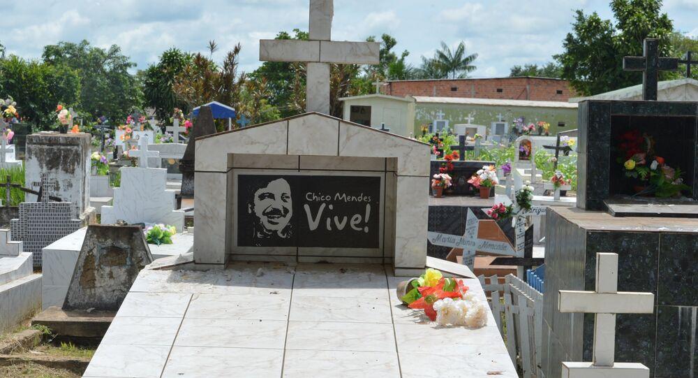 Chico Mendes foi morto por sua luta em defesa do desenvolvimento sustentável e preservação da Amazônia