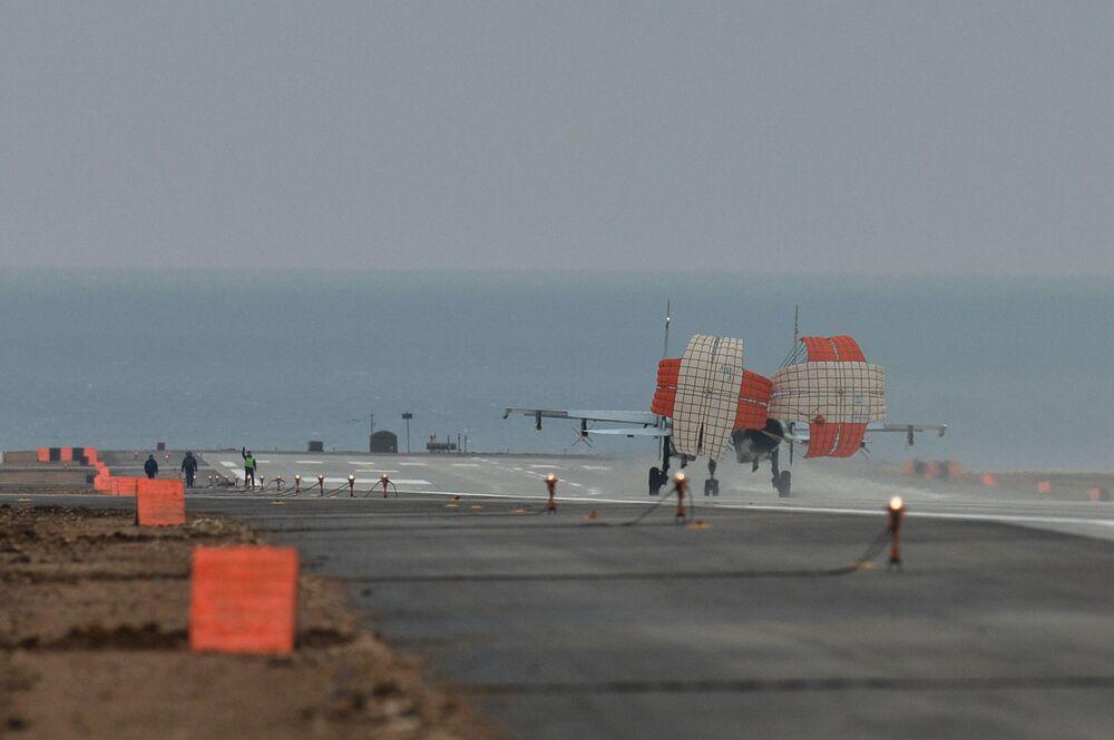 Caça Su-30M2 no aeródromo de Belbek perto de Sevastopol
