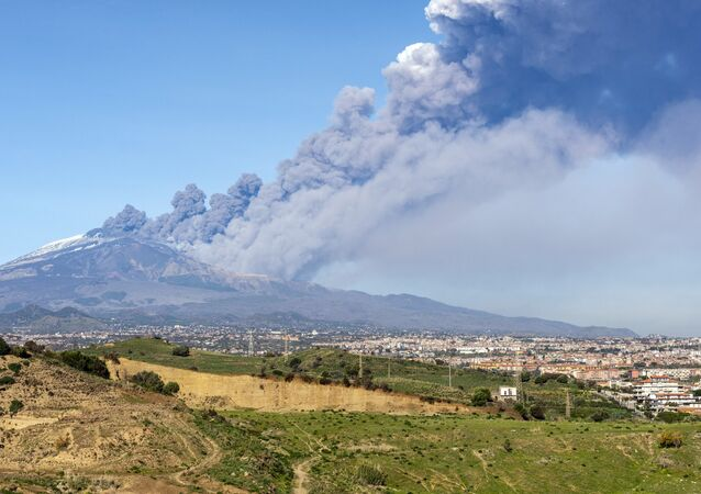 Erupção do vulcão italiano Etna