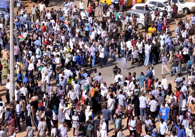 Protesto contra o governo de Omar al-Bashir em Cartum, no Sudão, em 25 de dezembro de 2018