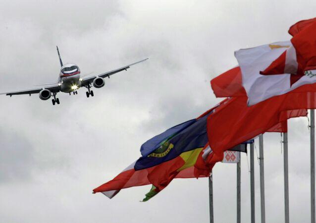 Avião de passageiros russo Sukhoi Superjet 100 (SSJ100)