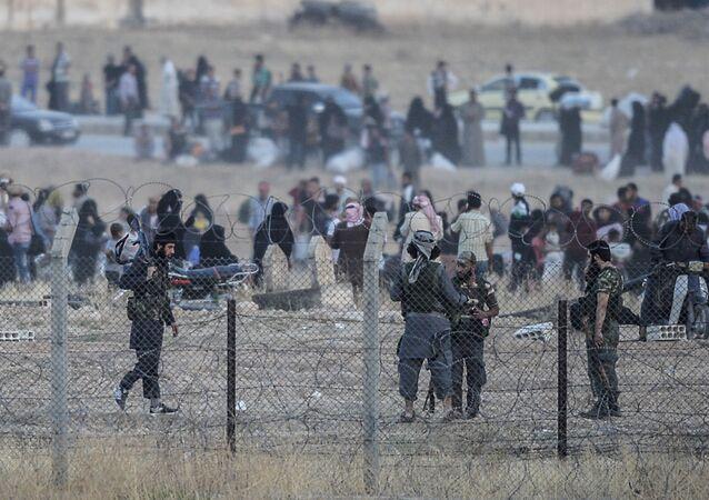 Fronteira entre Akçakale, na Turquia, e Tel Abyad, na Síria