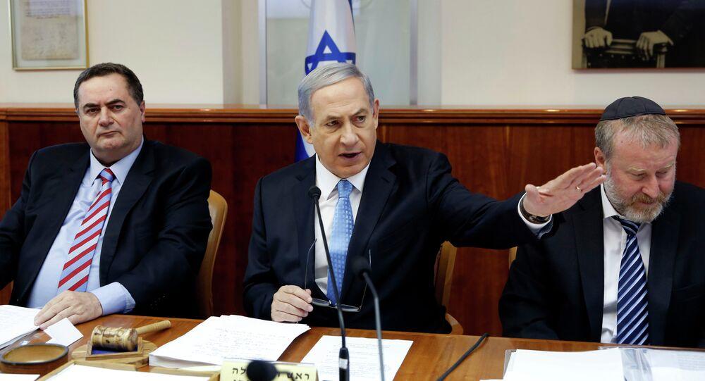 O premier israelense, Benjamin Netanyahu, em encontro com seus ministros em 14 de junho de 2015