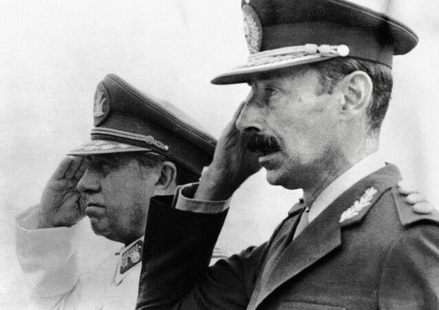 Os ditadores do Chile, Augusto Pinochet, e da Argentina, Rafael Videla.