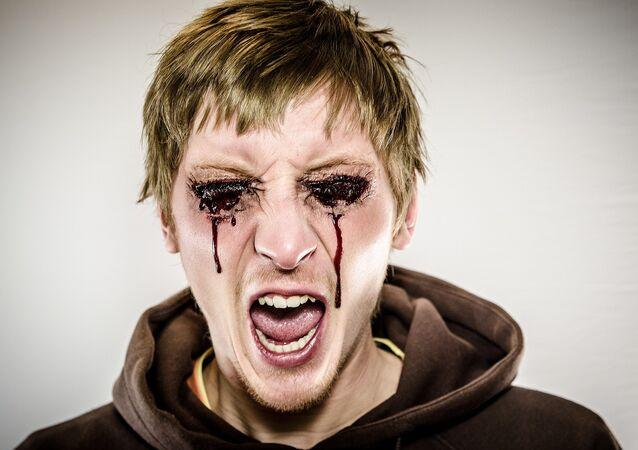 Homem sangra pelos olhos (imagem ilustrativa)