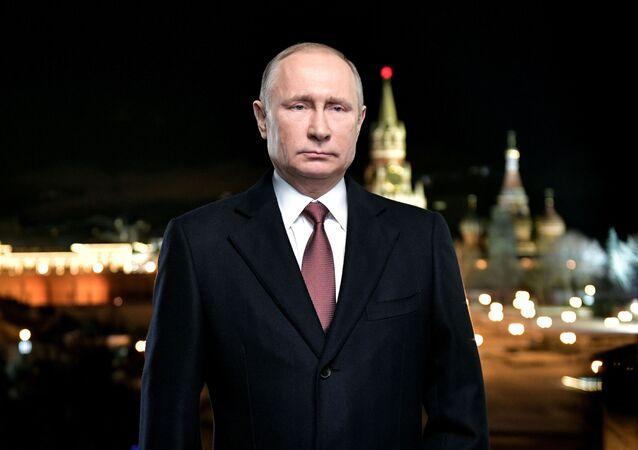 Vladimir Putin se dirigingo aos cidadãos russos com a mensagem tradicional de Ano Novo (foto de arquivo)