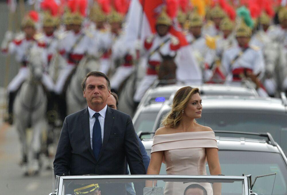 O presidente eleito Jair Bolsonaro com sua esposa Michelle Bolsonaro durante a cerimônia de posse